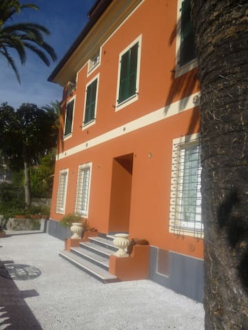 Trilocale climatizzato in villa giardino vistamare
