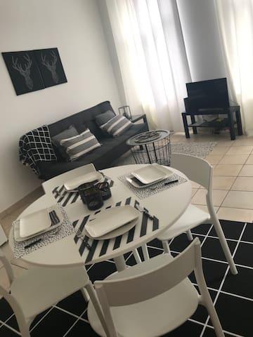 """"""" Au Théâtre Black & White """", logement cosy"""