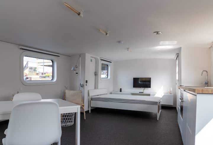 "M/S Carpe-Diem ""Deck House"" - Studio on a Barge"