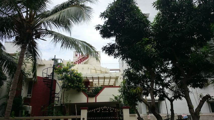 Beach House with 3 bedrooms and a Pool at Uthandi - Chennai - House