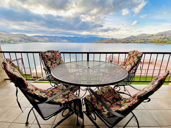 Upgraded Grandview Condo with Stunning Lake Views!