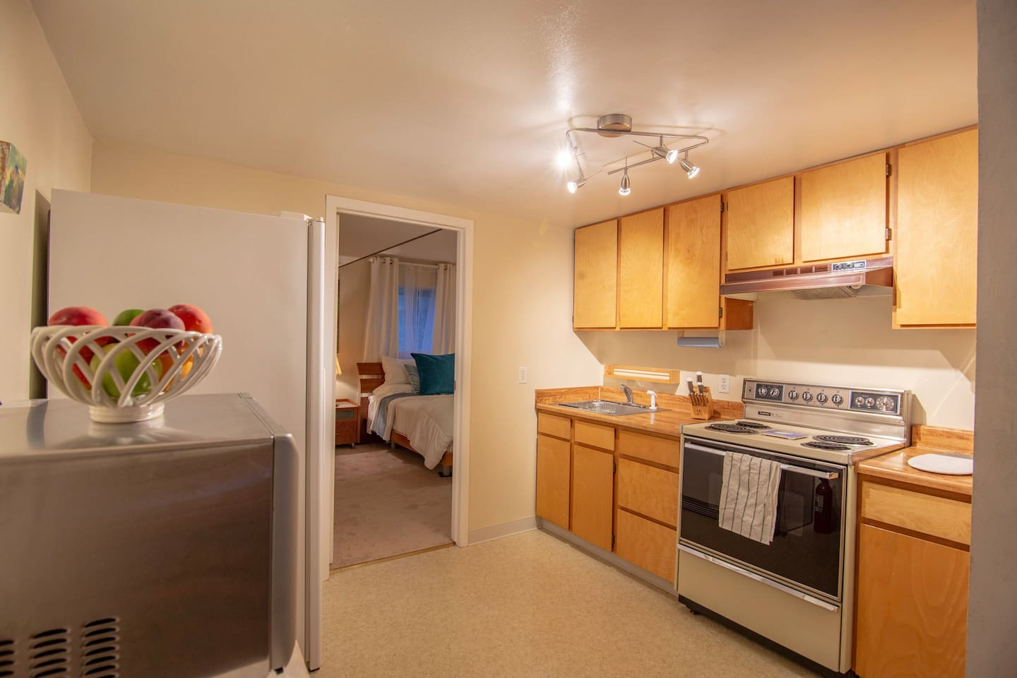 Kitchen. Cook a meal, pack a picnic for the beach, or walk 5 minutes to a cafe or restaurant.