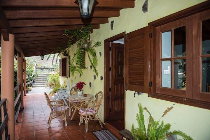 """Casa Rural """" Nuevitas I """"  barbacoa y solárium"""