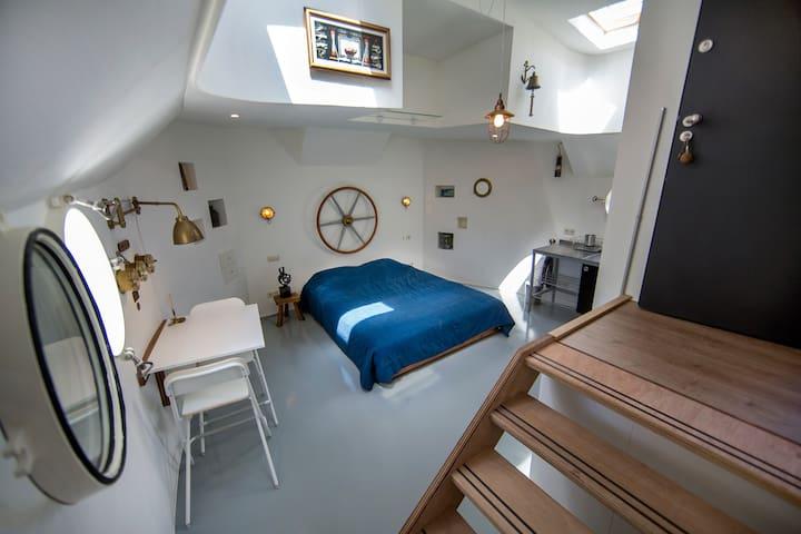 "Studio houseboat ""Pierre"" in Amsterdam"