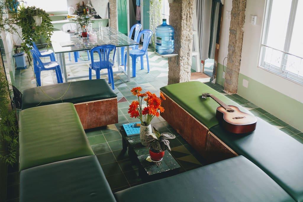 Sitting room & dinner room