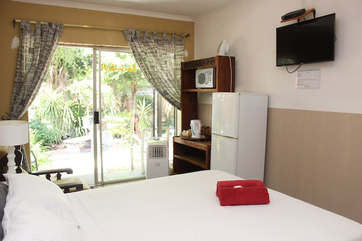 Golden Lantern Guest House - Luxury En-suite