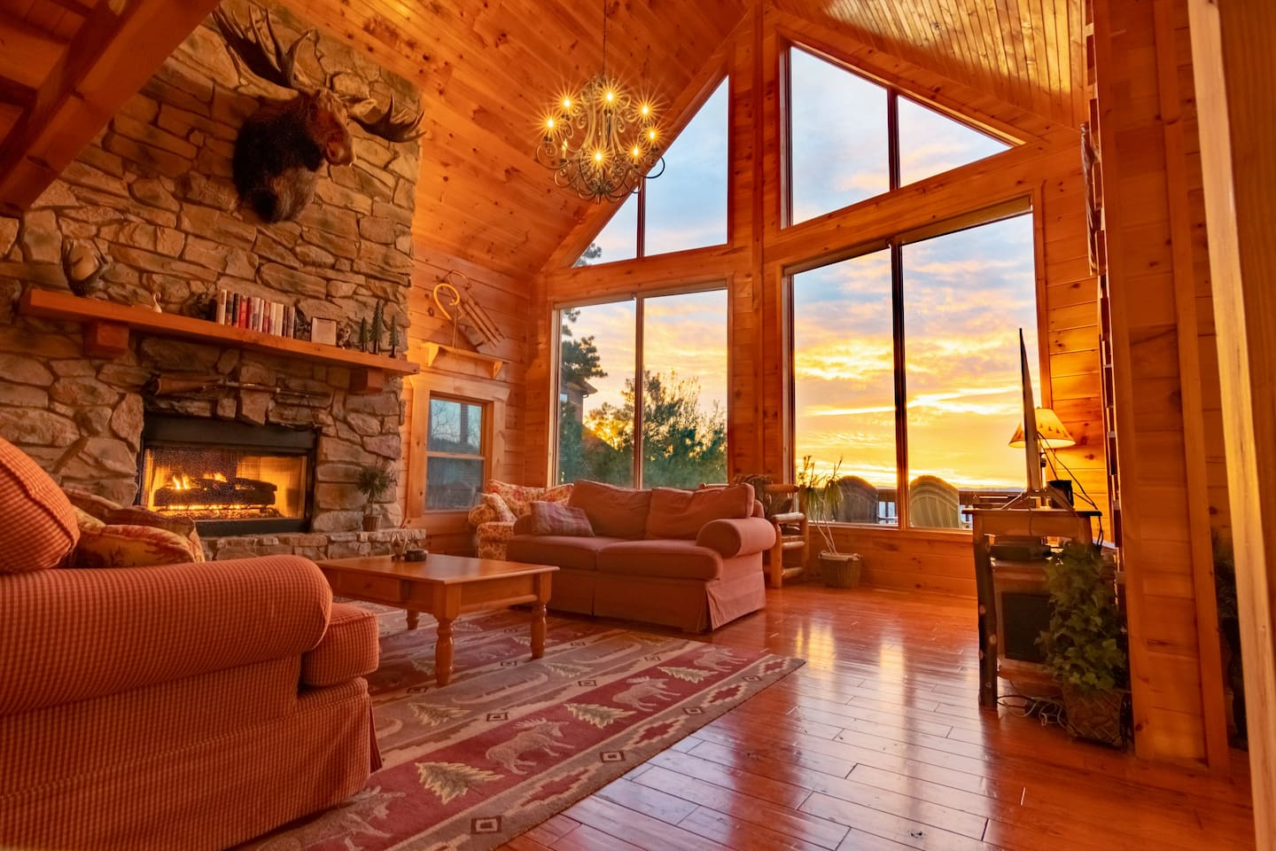 Stunning log home at the top of a mountain overlooking the Blue Ridge range, with skiing, golf, hiking, zip lines, go carts, a water park, wineries, Monticello, University of Virginia, James Madison University, and so much more nearby!