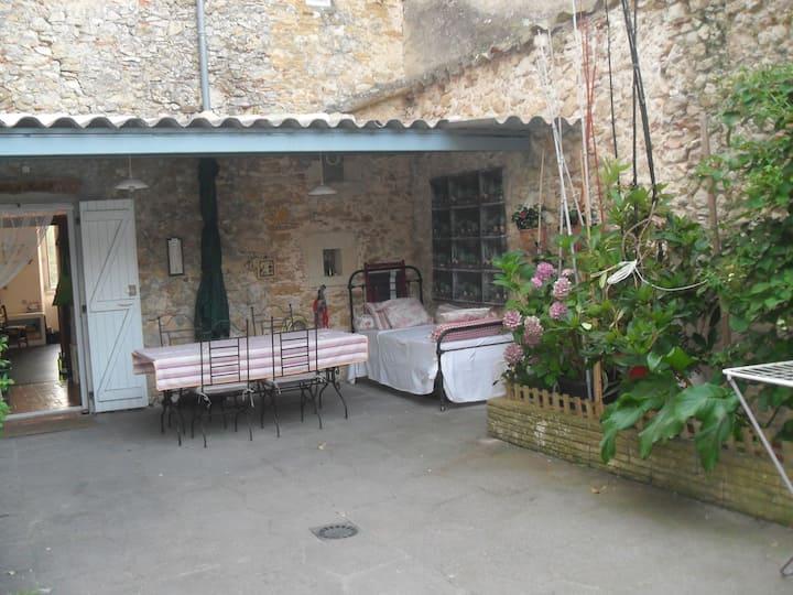 Ancienne maison restaurée chaleureuse
