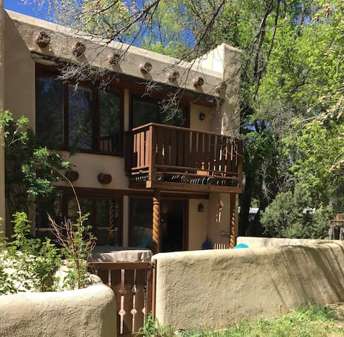 Walk to plaza, private hot tub - Taos - Apartment