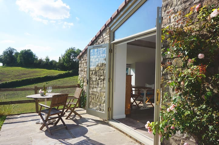 The Albertine - Countryside retreat close to Bath