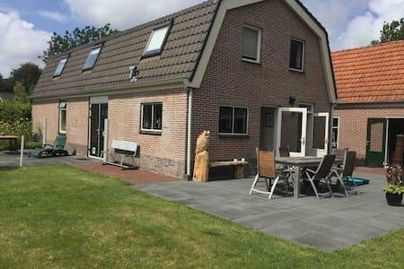 Vrijstaand huis met grote afgeschermde tuin