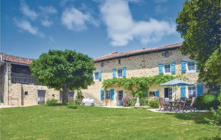 Holiday cottage with 6 bedrooms on 200m² in Suaux