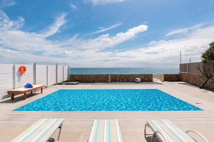 beach front  pool villa Plimmiri South Escape