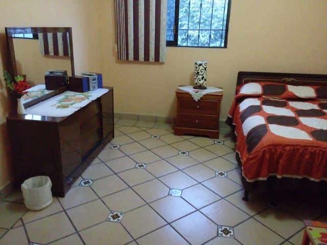 Cómoda habitación privada en Jiutepec. - Jiutepec - Casa