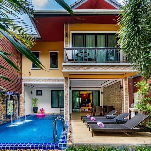 3 BR Dream Private Pool Villa, walk to Beach!