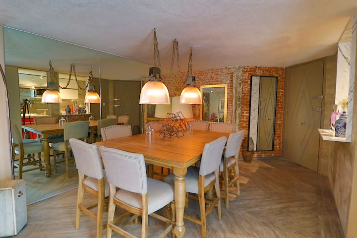 Comedor para 8 personas // Dinning room for 8 people.
