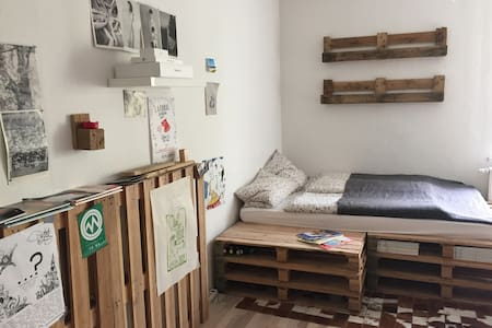self-made palette bed in shared flat! - Dresden