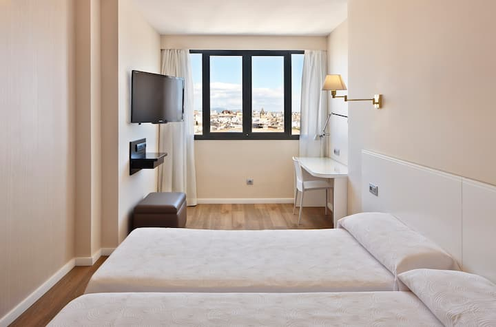 DOUBLE ROOM IN PALMA'S TRENDIEST PROMENADE!