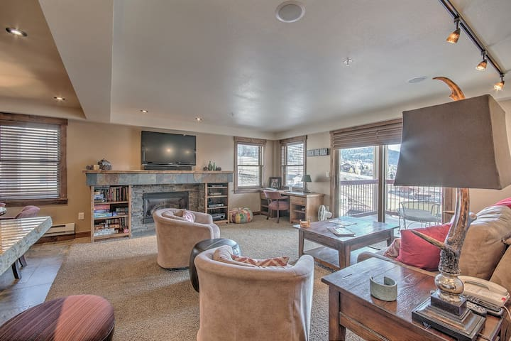 Premium Cleaned   Remodeled condo steps from resort w/ pools, restaurants, mountain & valley view!