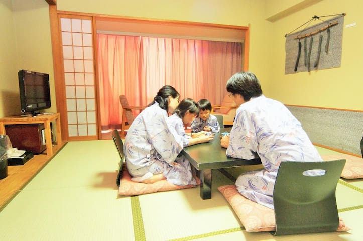 【20 mins by car from the airport!】【4 pax】Onsen open-air bath available!和室10畳(Non smoking),Free Wi-Fi!