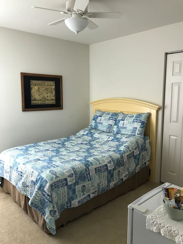 Full size bed, ceiling fan and mini fridge