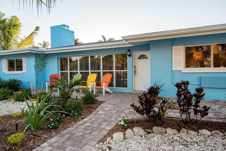 2Bed/1Bath Owners Suite Steps from SiestaKey Beach