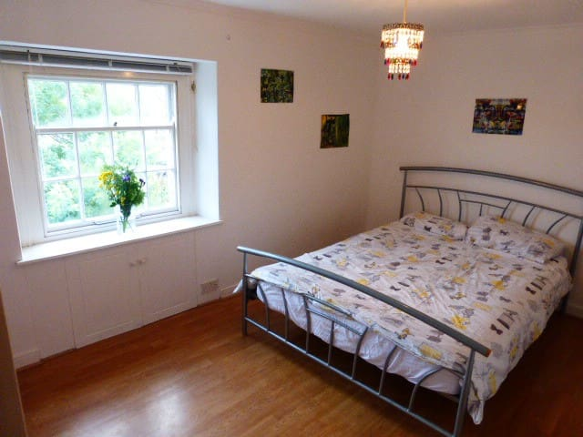 Light airy double room, quiet street, town centre.