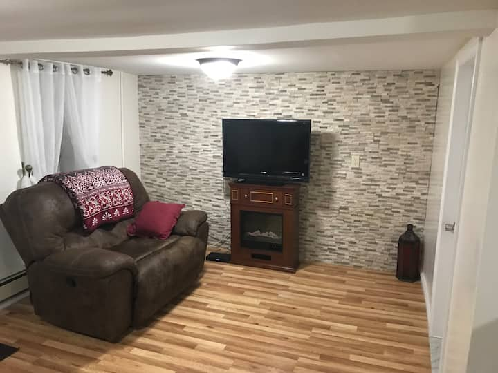Renovated 1 Bedroom Apt.near NYC !! (w/ parking)