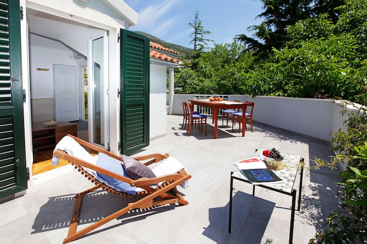 2BR penthouse with terrace for 5✶1min sea✶center