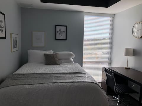 Trendy 1br in Downtown Indy, On-site Coffee Shop!