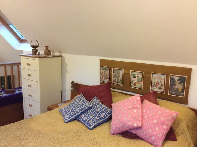 A taste of India in this stylised mezzanine bedroom.