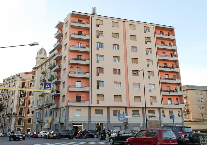 Il palazzo in cui si trova l'appartamento