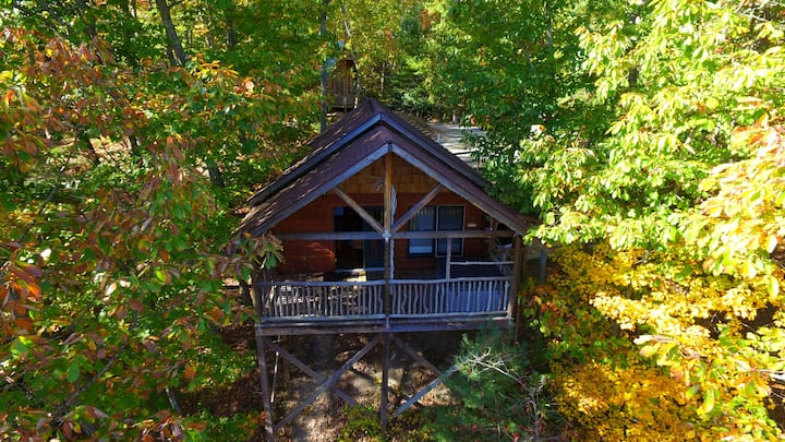 Romantic Treehouse Cabin, fireplace, hot tub,  #4