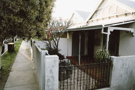 CUTE HOUSE, Perth & parks on your doorstep