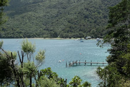 Sleeps 5 , Waterfront,  Endeavour Inlet