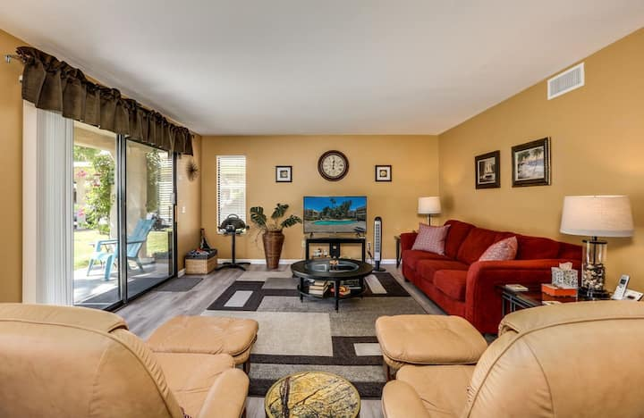 Dog-friendly desert condo w/ shared pools, hot tubs, tennis courts, & gas grill