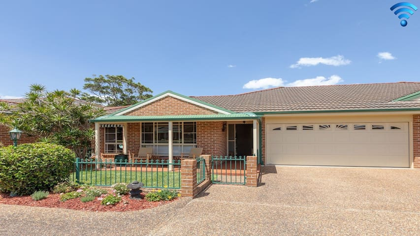 Walling-Clifton Gardens - backing onto golf course