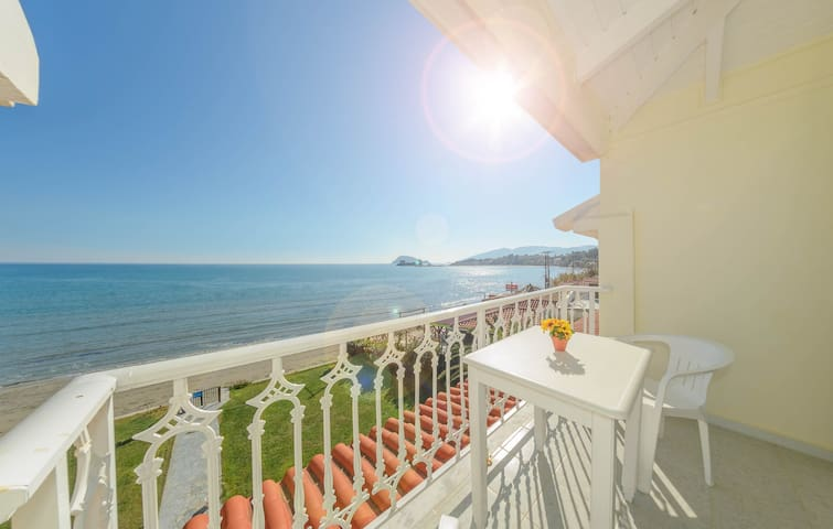 Two-Bedroom Apartment with Sea View - Pantokratoras - Byt