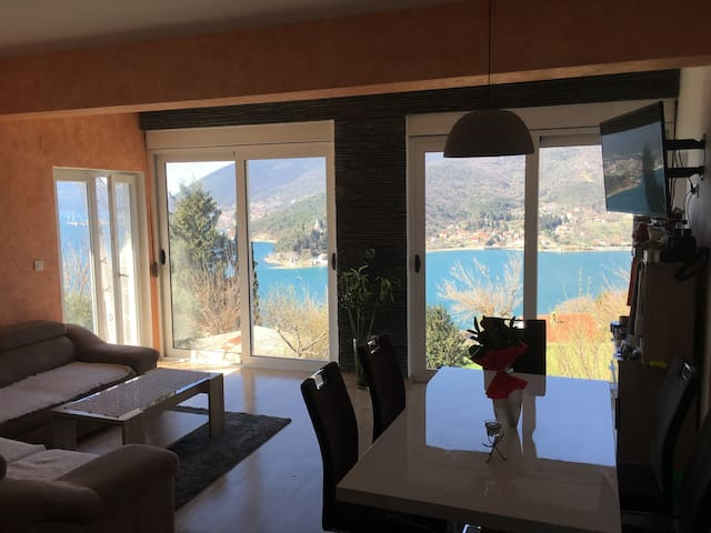 New Apartment in Farmhouse with view to Die for! - Tivat - Appartement