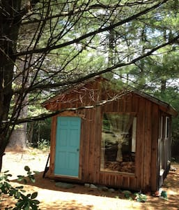 Artsy Pine Cabin in the Woods - Warwick
