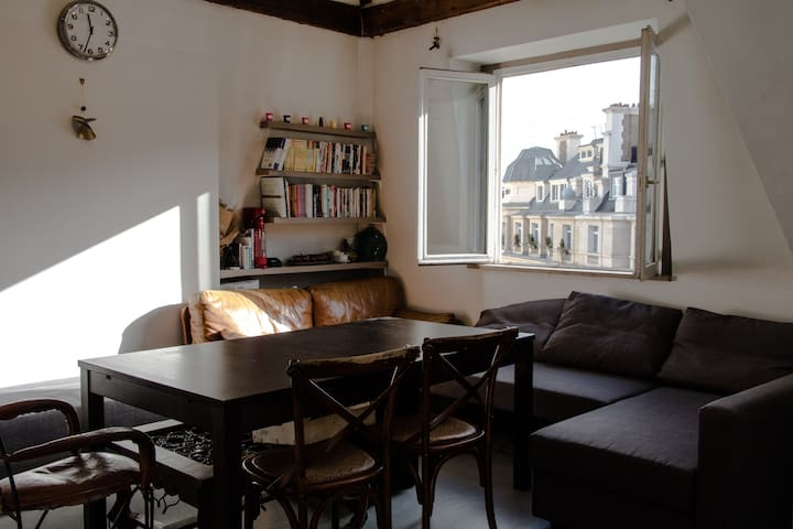 Petit room in 7e,The Best location of Paris