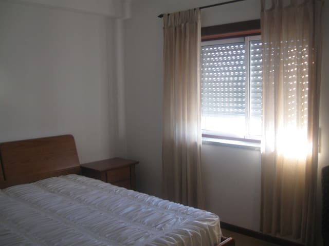 Quarto individual com wc privativo - Guarda - Apartamento