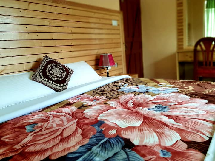 Hotel Diplomat (Room no. 2)