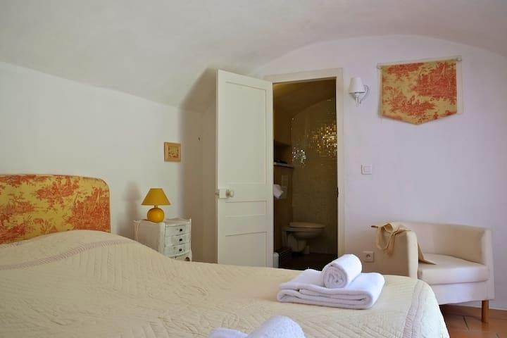 chambre avec douche italienne et WC
