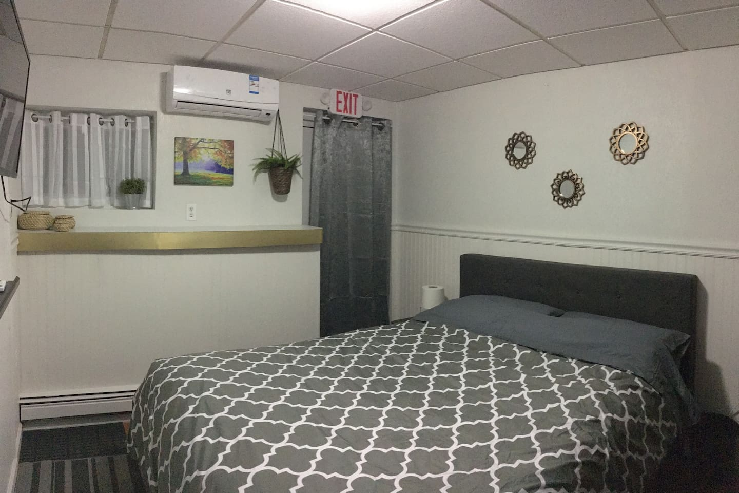 Nice size room : Full bed with Roku TV, personal Heat/AC system, towels, hair dryer, iron with board and work desk