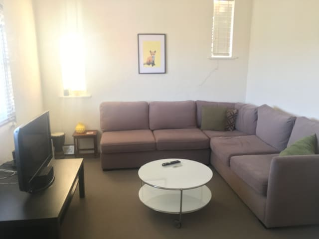 Spacious, comfy, quiet with amazing courtyard! - Saint Kilda East - Appartement