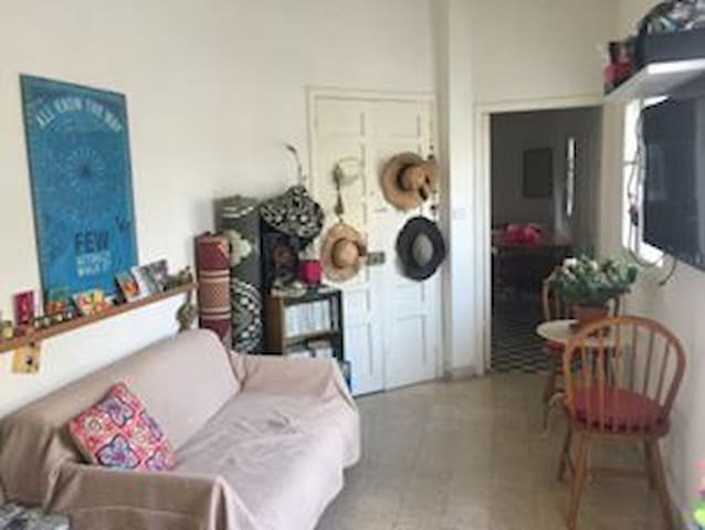 Spacious room in cosy apartment Central Beirut