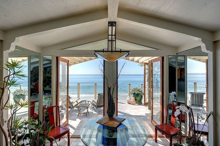 Gracious beachfront,gated&private w/60'deck&garden