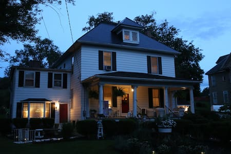 Inn The Park Bed and Breakfast-The Duck Pond - Christiansburg - Bed & Breakfast