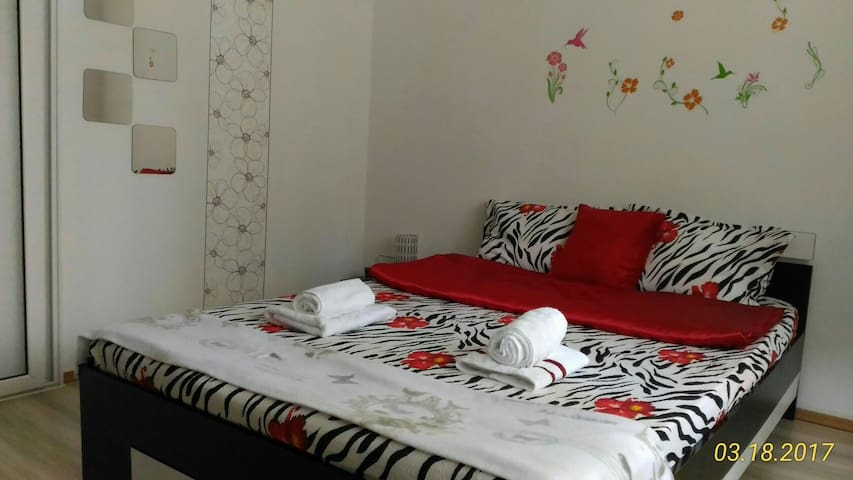 Green & Quiet Apartment, Good Links to Old Town - București - Apartment